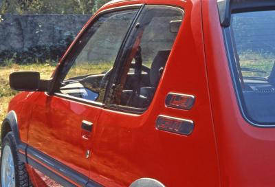 Una 208 firmata Peugeot Sport e una 205 da vincere: la GTi del Leone compie 30 anni