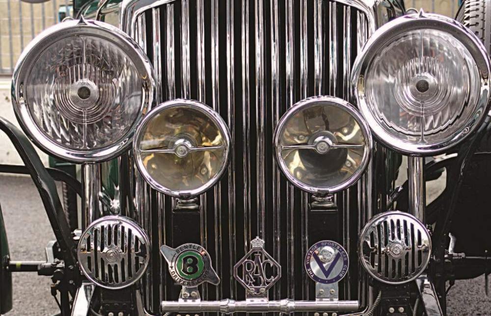 Tecnica fari restauro automobilismo d 39 epoca - Vernice a specchio ...