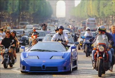 Parigi vieta la circolazione alle auto con più di 20 anni
