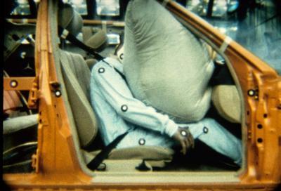 Cinque kg di sicurezza: compie 30 anni il primo air-bag passeggero