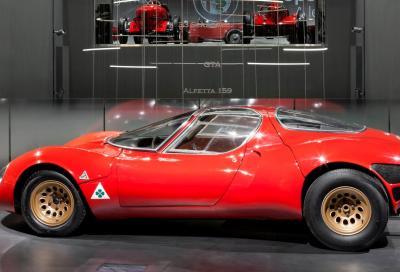 """La """"bellezza necessaria"""": i 50 anni dell'Alfa Romeo """"33 Stradale"""""""