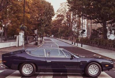 Una Lamborghini Espada sui luoghi dei Beatles a Londra per i suoi 50 anni