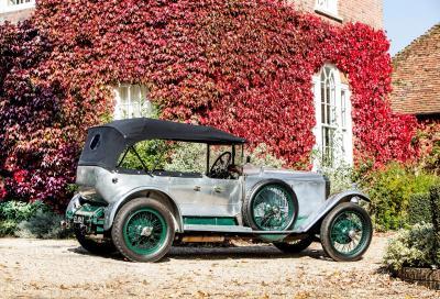"""All'asta l'auto """"simmetrica"""" del Maharajah: una Vauxhall 30-98 nel catalogo di Bond Street di Bonhams"""