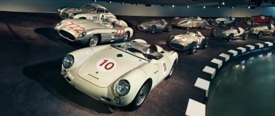 Amicizia nel nome di Stoccarda: il museo Mercedes festeggia i dieci anni di quello Porsche
