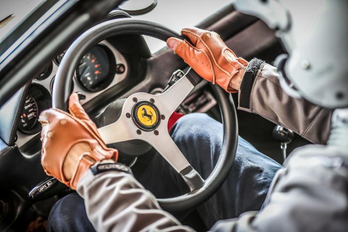 """Non hai mai guidato una """"storica""""? Comincia con una Ferrari!"""