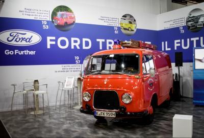 La storia del leggendario Transit allo stand Ford ad auto e moto d'epoca