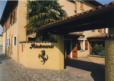"""Vanno all'asta gli arredi del """"Cavallino"""", il mitico ristorante di Enzo Ferrari"""