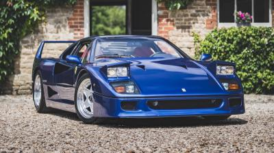 Venduta a più di un milione di sterline una F40 blu