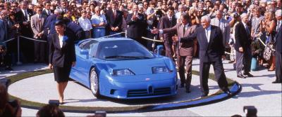 Una sfilata di Bugatti EB110 apre la Modena Motor Gallery