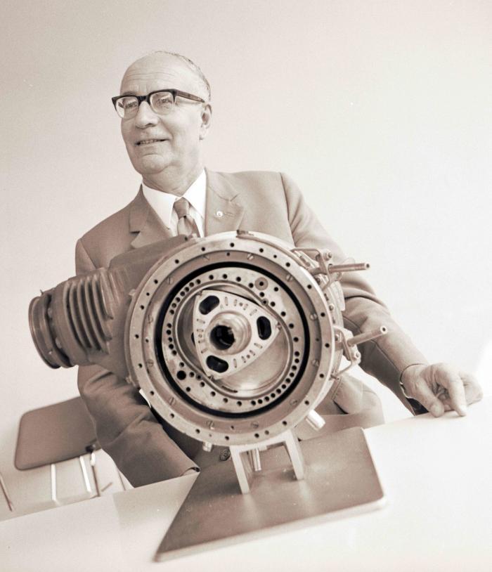 Feliz Wankel con il suo motore