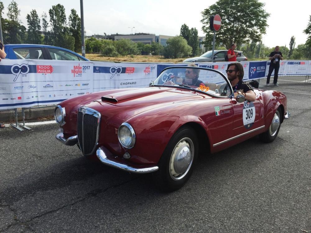 L'Aurelia B24 Spider durante la Mille Miglia 2017.