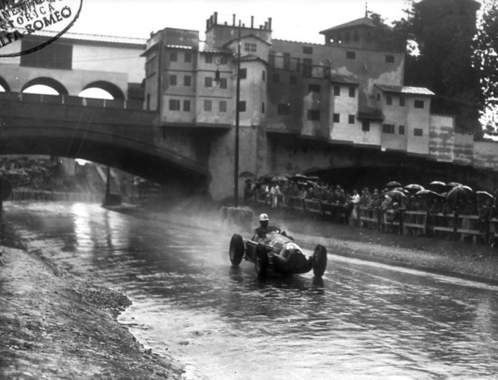 1948, Torino, Circuito del Valentino_ l'Alfetta di Jean Pierre Wimille sotto l'acqua battente