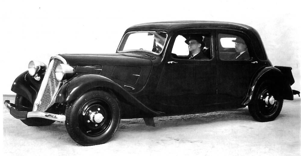 Una vettura di pre-serie ritratta per i primi depliant della Traction Avant